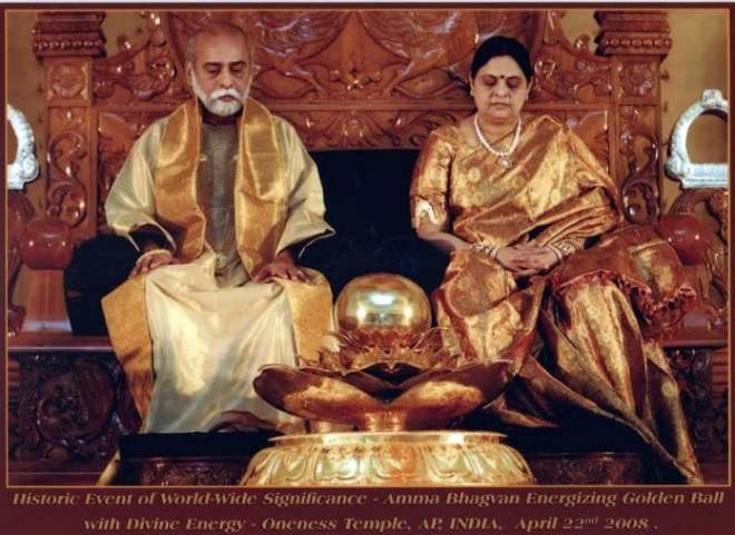 amma-bhagavan-2008-04-22-energizing-golden-ball